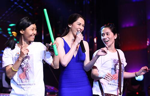 Mỹ nhân Philippines hết lòng chiều fan Việt - 9