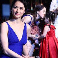 Mỹ nhân Philippines hết lòng chiều fan Việt