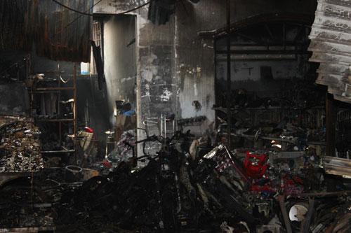 Cháy cửa hàng 4 người chết: Không một lối thoát - 1