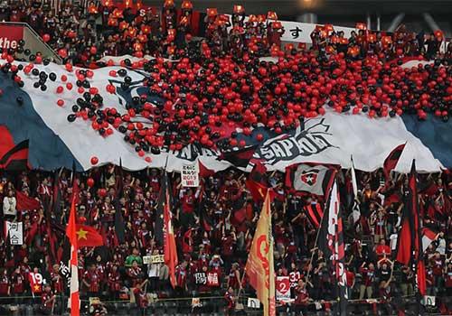 Công Vinh xúc động trước rừng cờ VN ở Sapporo - 4