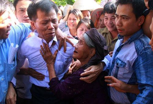 Người tù 10 năm kêu oan trở về: Khoảnh khắc xúc động - 7