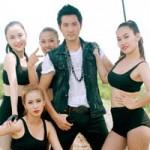 Nguyễn Phi Hùng nóng bỏng bên mẫu Tây
