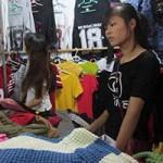 Giáo dục - du học - Những nữ sinh viên làm thêm nơi chợ đêm