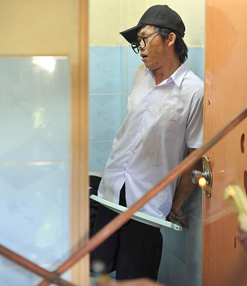 Hoài Linh bị phạt trong... nhà vệ sinh - 2
