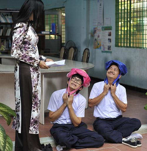 Hoài Linh bị phạt trong... nhà vệ sinh - 6