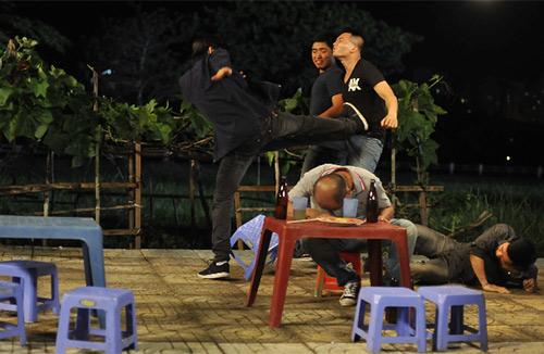Hoài Linh bị phạt trong... nhà vệ sinh - 12