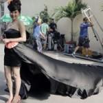 Phim - Lê Khánh mặc váy dài 4 mét