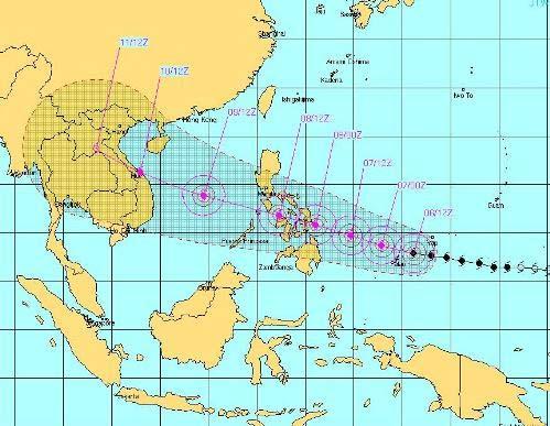 Siêu bão mạnh nhất 10 năm qua hướng vào Trung Bộ - 2