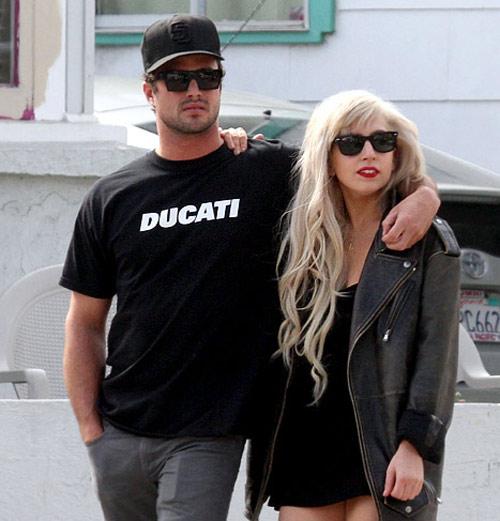 Lady Gaga và bạn trai chính thức chia tay - 3
