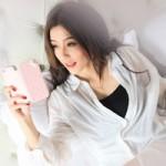 Thời trang Hi-tech - Kiều nữ thanh lịch bên smartphone iPhone 5S