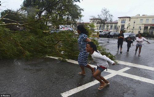 Cận cảnh hành trình chết chóc của bão thế kỷ Haiyan - 9