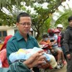 Tin tức trong ngày - Đã có 2 người chết do bão Haiyan tại Việt Nam