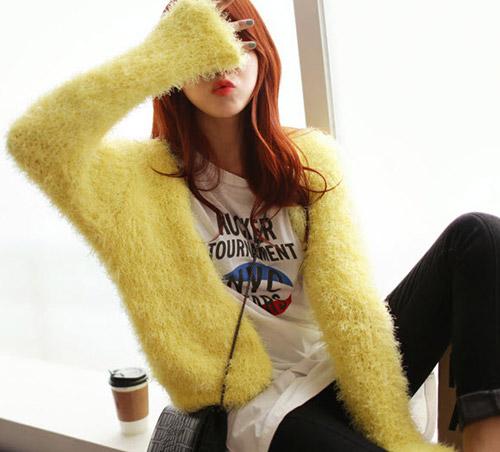 Tôn nét nữ tính với áo len lông xù - 7