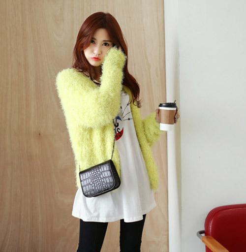 Tôn nét nữ tính với áo len lông xù - 8