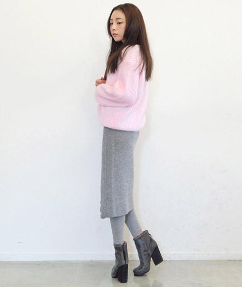 Tôn nét nữ tính với áo len lông xù - 15