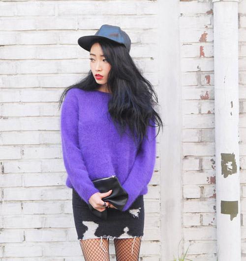 Tôn nét nữ tính với áo len lông xù - 6