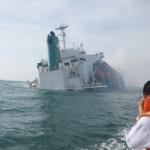 Tin tức trong ngày - Giải cứu container trên tàu bị chìm, bốc cháy