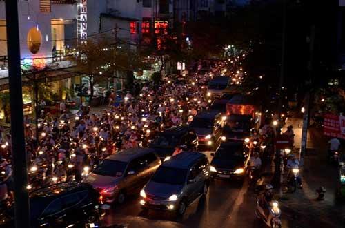 TPHCM: Kẹt xe kinh hoàng, đi 3 giờ chưa tới nhà - 10