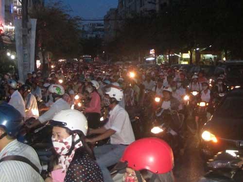 TPHCM: Kẹt xe kinh hoàng, đi 3 giờ chưa tới nhà - 14