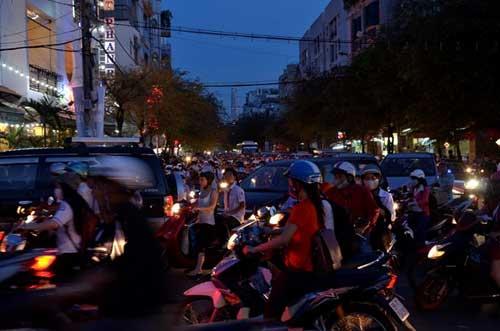 TPHCM: Kẹt xe kinh hoàng, đi 3 giờ chưa tới nhà - 15