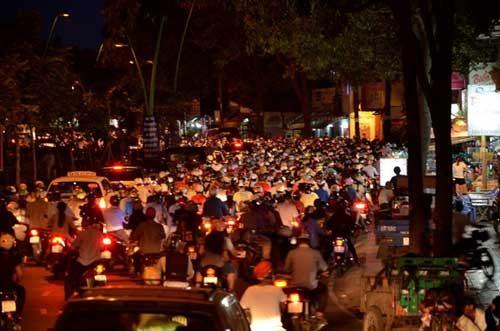 TPHCM: Kẹt xe kinh hoàng, đi 3 giờ chưa tới nhà - 7