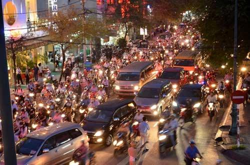 TPHCM: Kẹt xe kinh hoàng, đi 3 giờ chưa tới nhà - 9