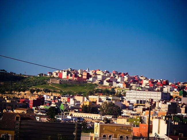 Với một sự pha trộn của các nền văn hóa, thành phố Melilla có những lễ kỷ niệm khác nhau gần như tất cả mọi thời điểm trong năm. Chẳng hạn như lễ Phục Sinh, Giáng Sinh của người theo đạo Kitô giáo. Lễ Ramadan, Mulut của người theo đạo Hồi. Lễ hội thánh Purim, Pesaj của cộng đồng Do Thái và lễ hội Diwaili, lễ mừng năm mới của cộng đồng người Hindu.