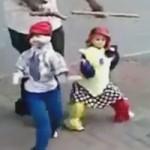 Top clip: Xem nghệ sĩ đường phố múa rối