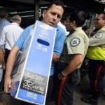 Tin tức trong ngày - Venezuela: Quân đội bán đồ giá rẻ, dân đổ xô mua