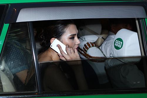 Hoàng Yến đi taxi sau sự cố lật xe - 14