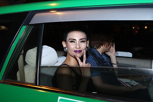Hoàng Yến đi taxi sau sự cố lật xe - 15