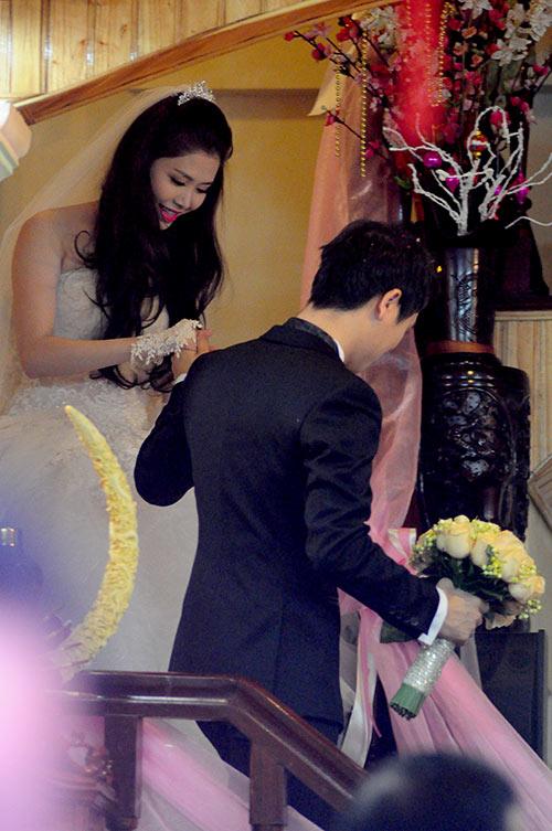 Thủy Anh liên tục hôn Đăng Khôi trong lễ cưới - 10