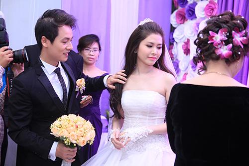 Thủy Anh liên tục hôn Đăng Khôi trong lễ cưới - 7