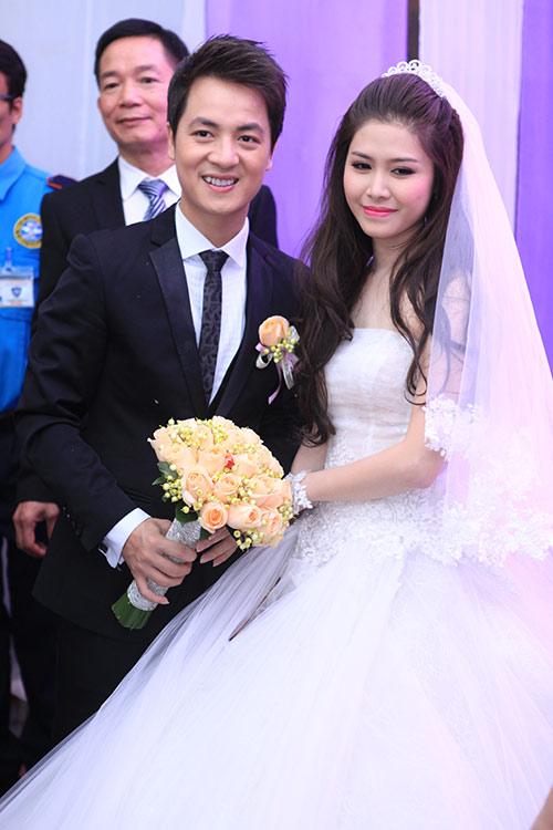 Thủy Anh liên tục hôn Đăng Khôi trong lễ cưới - 5