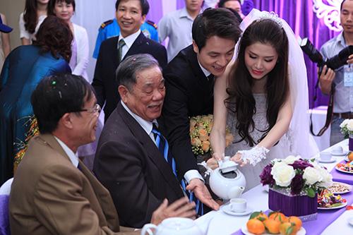 Thủy Anh liên tục hôn Đăng Khôi trong lễ cưới - 9