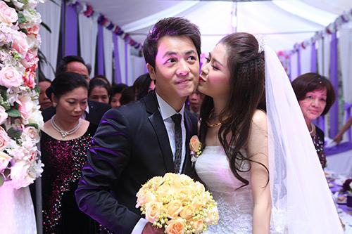 Thủy Anh liên tục hôn Đăng Khôi trong lễ cưới - 8