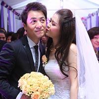 Thủy Anh liên tục hôn Đăng Khôi trong lễ cưới