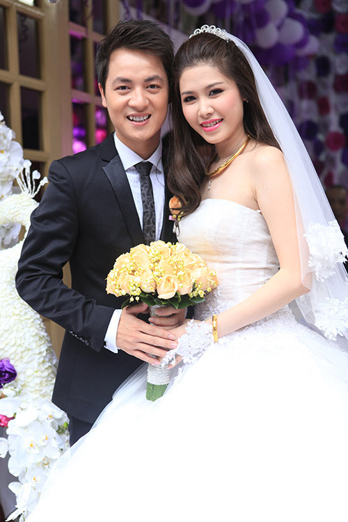 Thủy Anh liên tục hôn Đăng Khôi trong lễ cưới - 6