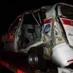 Tin tức trong ngày - Ảnh hiện trường vụ tàu hỏa tông nát taxi ở HN