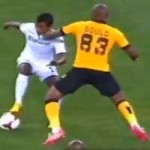 Bóng đá - Video: Hậu vệ cản phá bằng nắm đấm