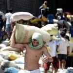 Tin tức trong ngày - Philippines: Giẫm đạp cướp kho gạo, 8 người chết