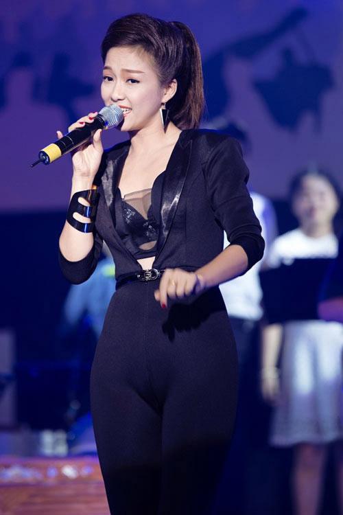 Ca sĩ Đinh Hương mặc bạo chẳng kém ai - 5