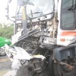 Tin tức trong ngày - Không làm chủ tốc độ, hai xe tải đâm nhau