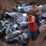 Tin tức trong ngày - Ảnh: Hố chôn tập thể khổng lồ ở Philippines