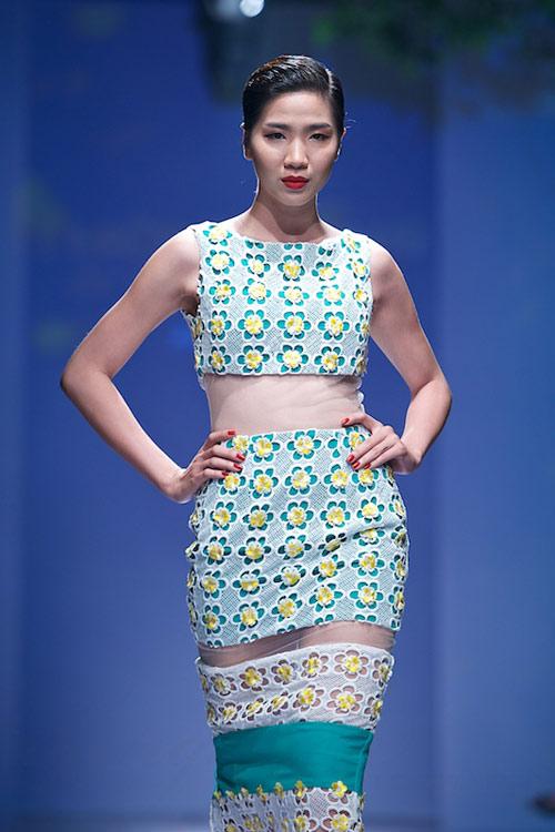 Trang Phạm thu hút với váy hở táo bạo - 5