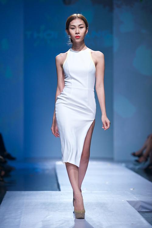 Trang Phạm thu hút với váy hở táo bạo - 14