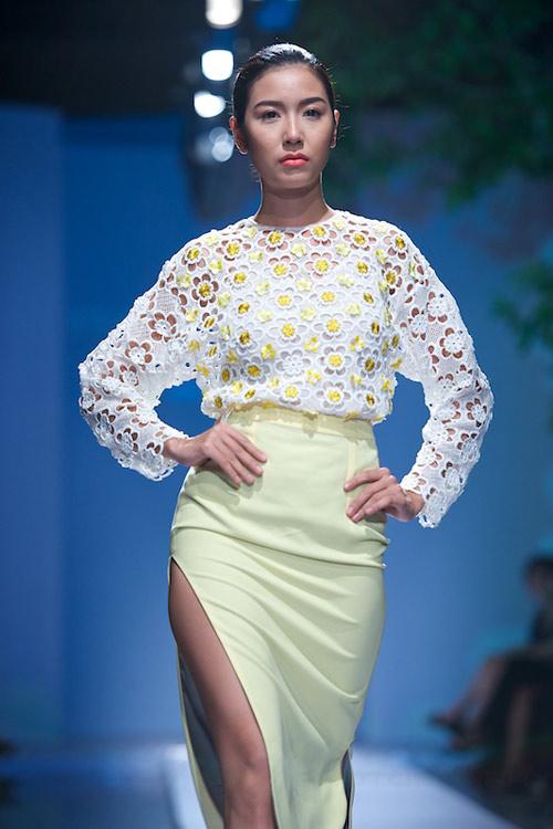 Trang Phạm thu hút với váy hở táo bạo - 4
