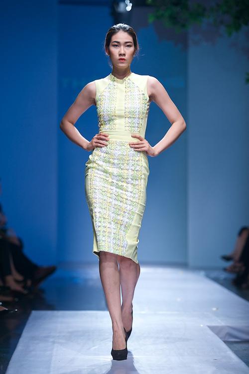 Trang Phạm thu hút với váy hở táo bạo - 16