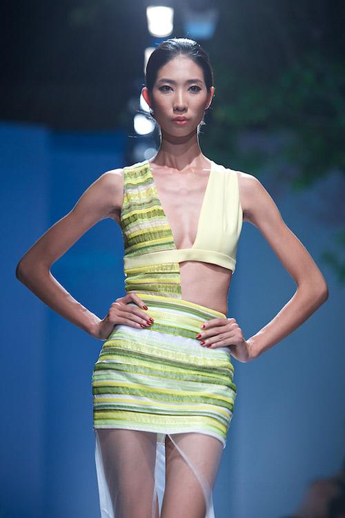 Trang Phạm thu hút với váy hở táo bạo - 1