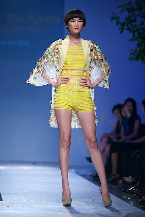 Trang Phạm thu hút với váy hở táo bạo - 17